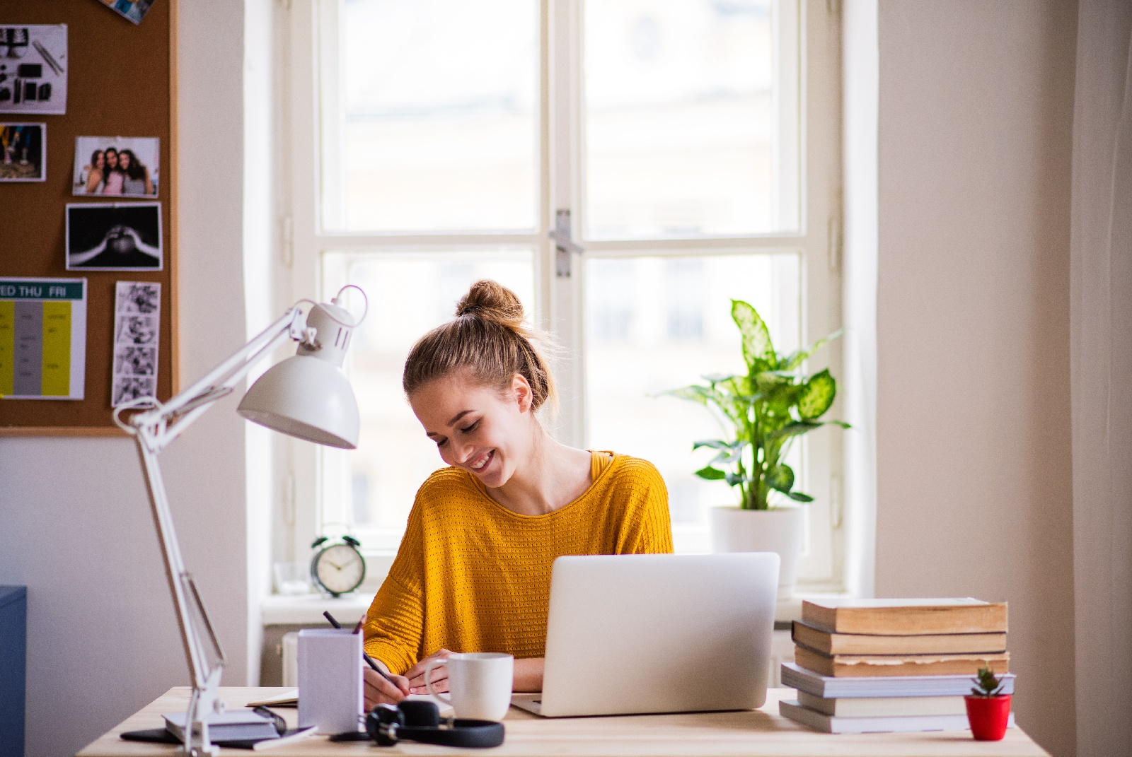 How Do Students Benefit from Online Studying?